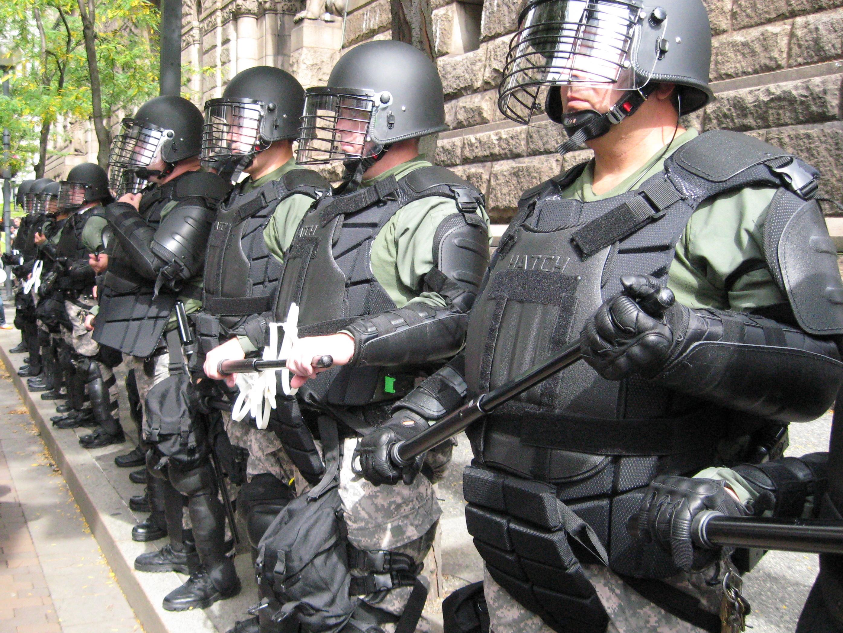 Politivakt 17 mai feiring Hønefoss sentrum